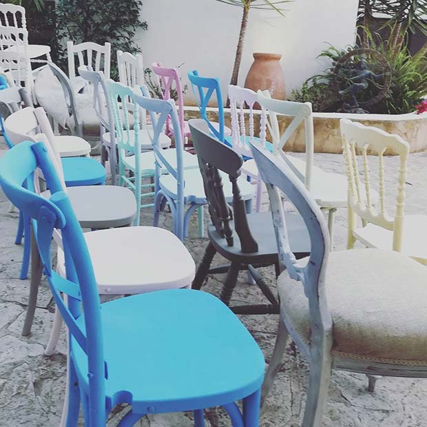 Vibrerande Odd Wedding Chairs