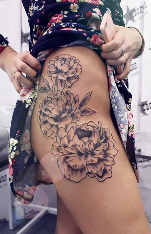 ด้าน Thigh Flower Tattoo Idea for Women
