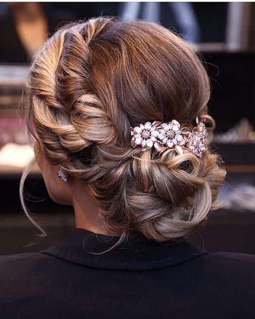 Răsucit Updo with Cute Flowers