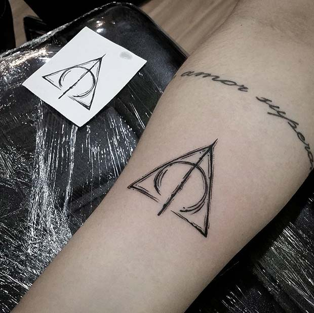 प्राणघातक Hallows Symbol Tattoo Idea