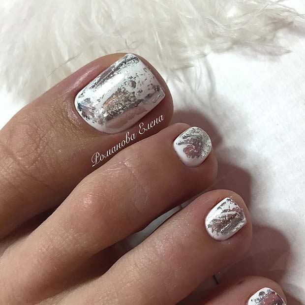 бео and Chrome Toe Nail Design for Summer