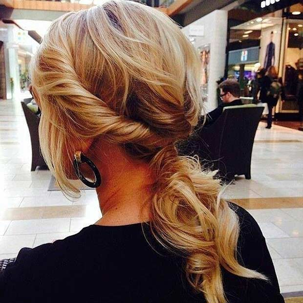 Răsucit Low Ponytail Hairstyle for Mid Length Hair