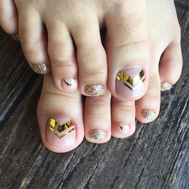Altın Toe Nail Design for Spring and Summer