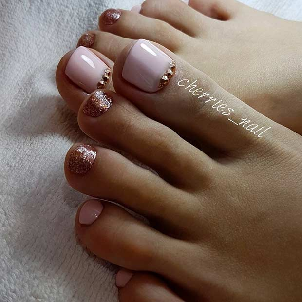 Zarif Blush Pink Toe Nail Design with Glitter