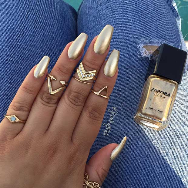 Arany Coffin Ballerina Nail Design