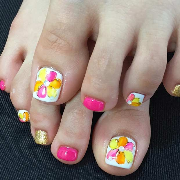 Roza and White Flower Toe Nail Design