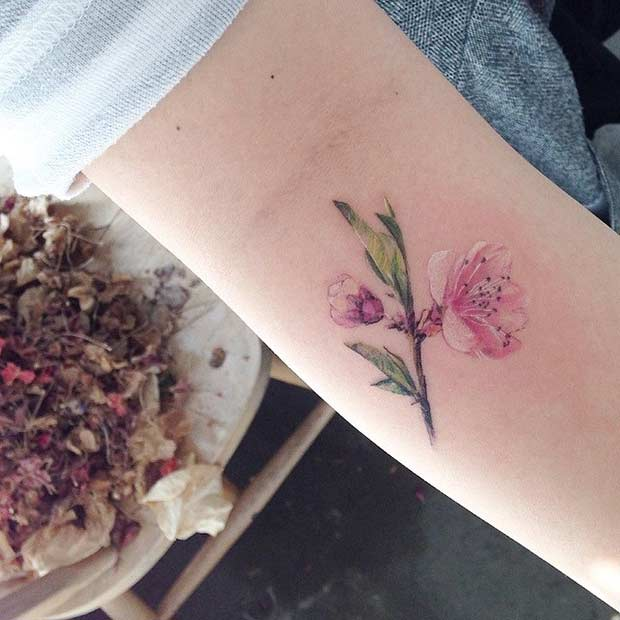 Мали Watercolor Flower Arm Tattoo Idea