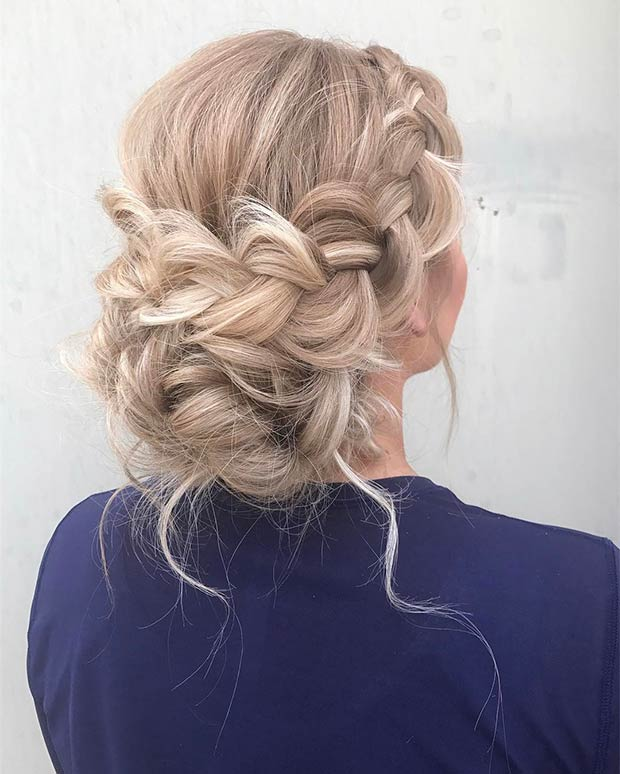 Elegáns Braided Updo or Long Blonde Hair