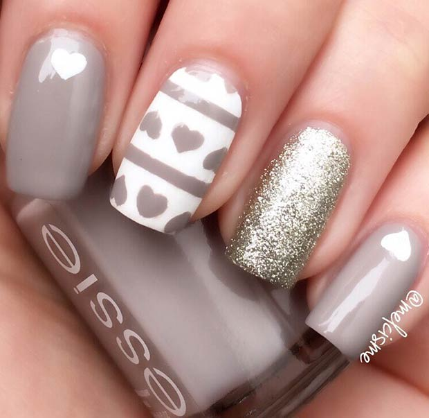 Elegáns Gray and White Valentine's Day Nails