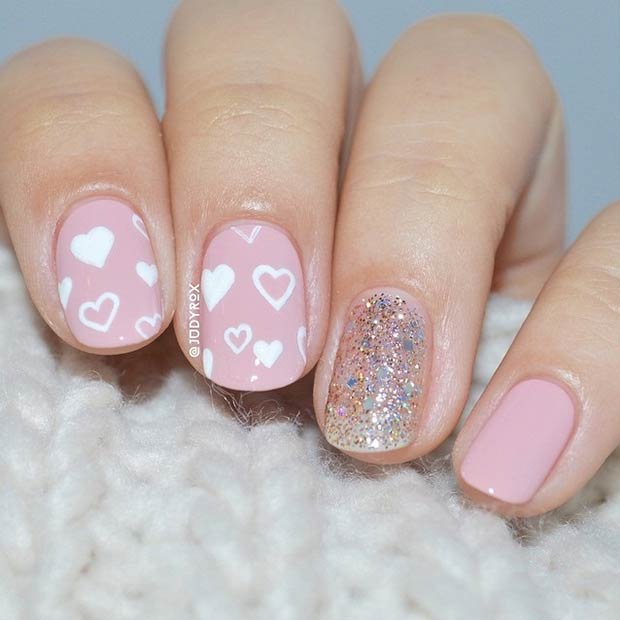 Drăguţ Pink and White Hearts Valentine's Day Nails