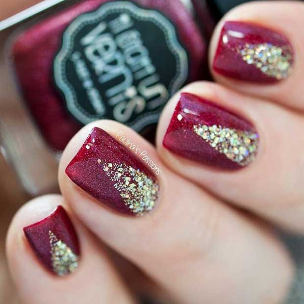 Елегантно Red and Gold Glitter Christmas Nails