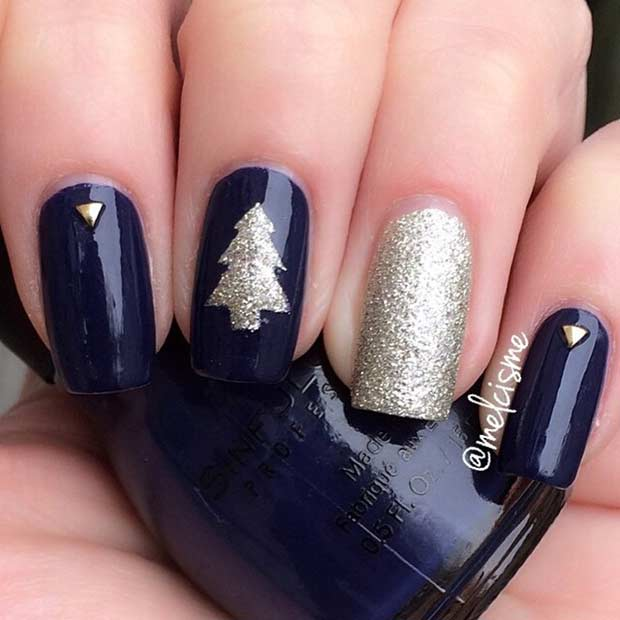 नीला and Gold Christmas Tree Nail Design