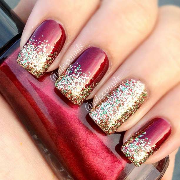 Црвена and Gold Glitter Christmas Nails