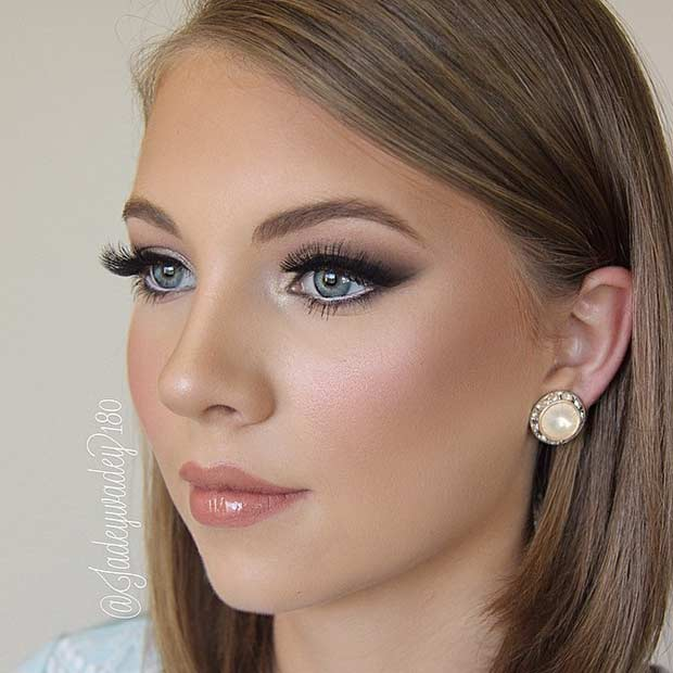 Esküvő Makeup Look for Brides with Blue Eyes