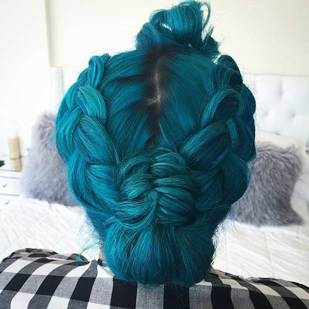 टील Green Hair in a Braided Updo