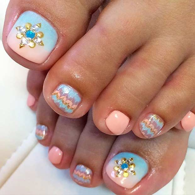 Pastell Pedicure Design with Rhinestones