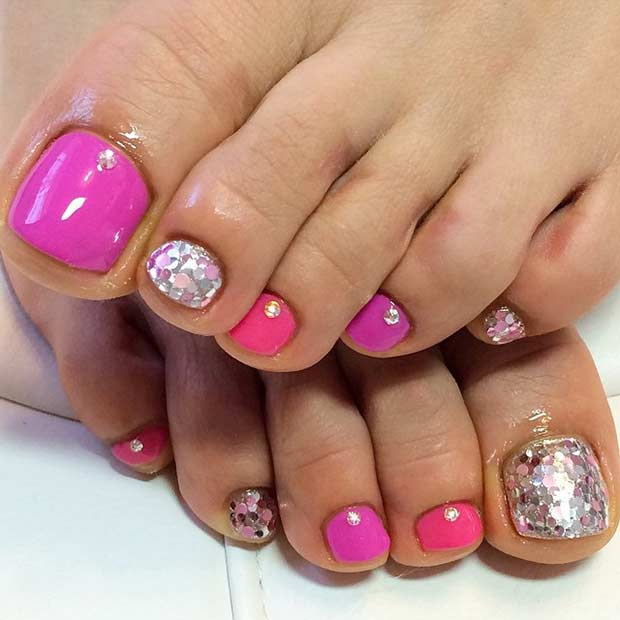 Rosa Glitter Pedicure Design for Spring and Summer