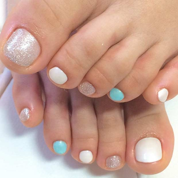 Simplu but Beautiful Pedicure Design