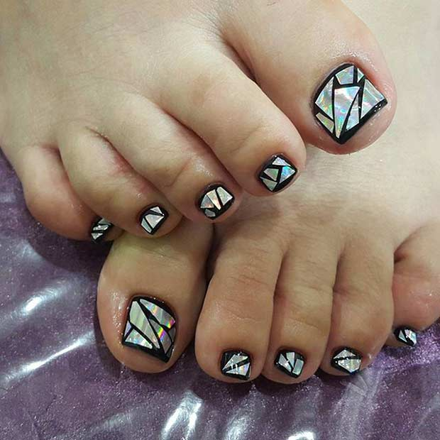 Negru Broken Glass Pedicure Design