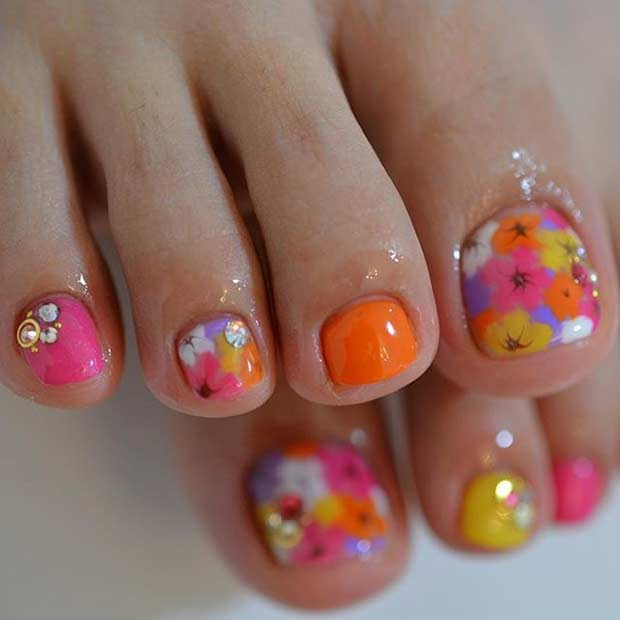 Ljus Floral Pedicure Design