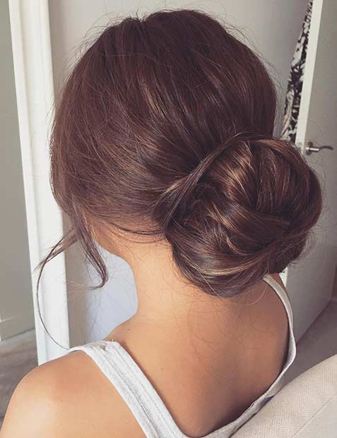 शिष्ट Bun Updo for Prom