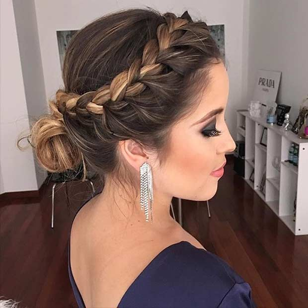 पक्ष Braid into Low Bun Prom Updo