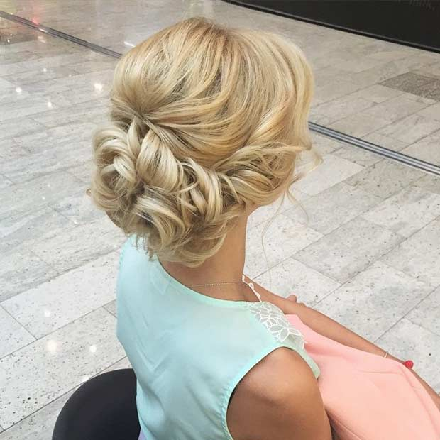 Elegáns Curly Bun Updo for Prom