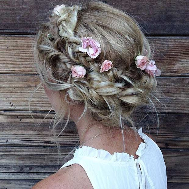 गंदा Braided Updo with Flowers