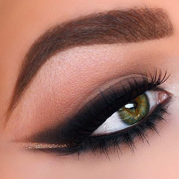 Füstölt Out Winged Liner on Green Eyes