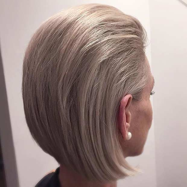 Mic de statura Ash Blonde Slicked Back Bob Hairstyle