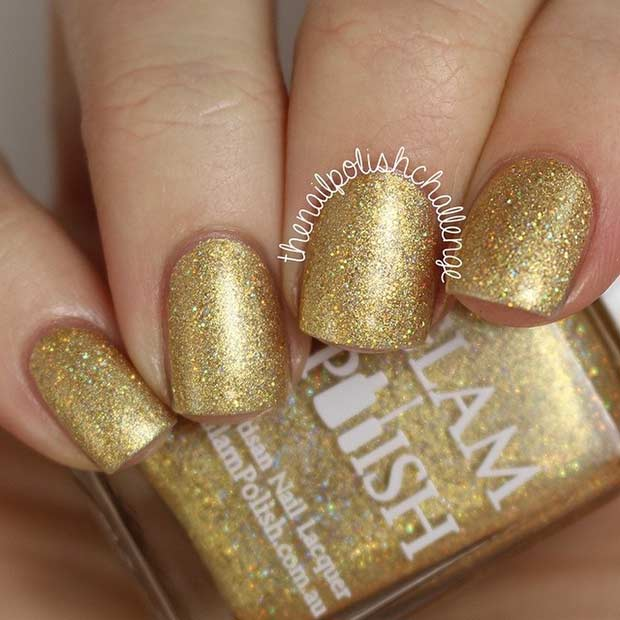 उत्तम Gold Nail Polish for New Year's Eve