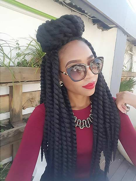 Кукичање Twists Half Up Half Down Bun