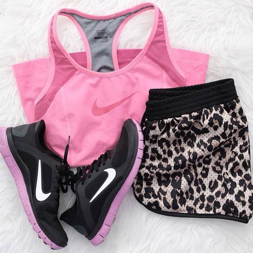 Пинк and Leopard Workout Outfit