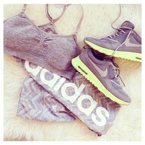 Све Grey Workout Outfit