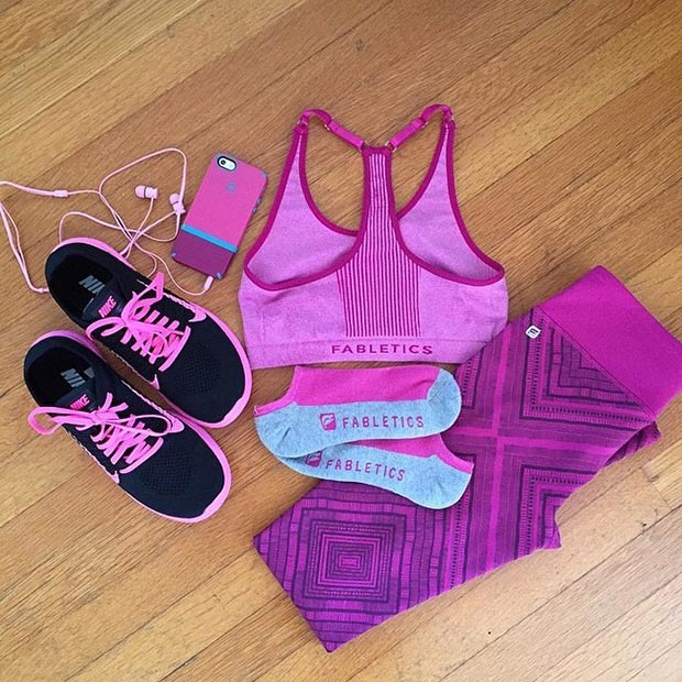 Црн and Purple Workout Outfit