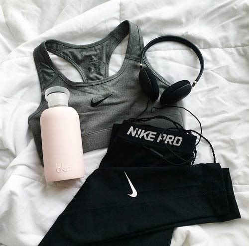 Szürke Top Workout Outfit