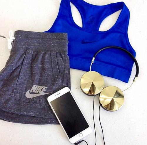 Греи and Blue Workout Outfit