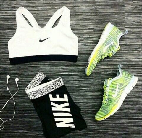 Fekete and White Workout Outfit for Women