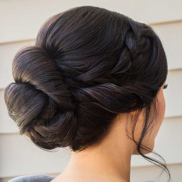 אֵלֶגַנטִי Bun Updo for Bridesmaids