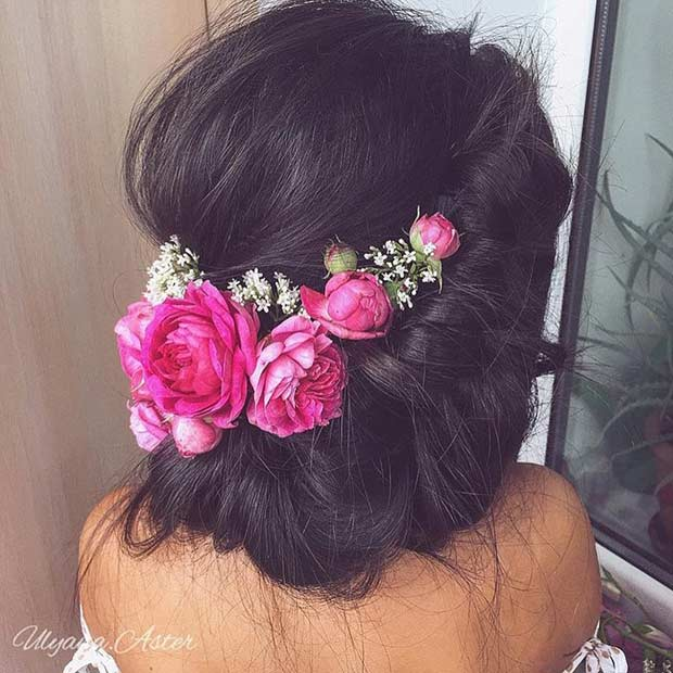 רוֹמַנטִי Updo with Flowers