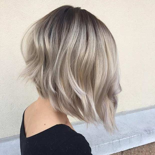 Kısa Blonde Inverted Bob Hairstyle