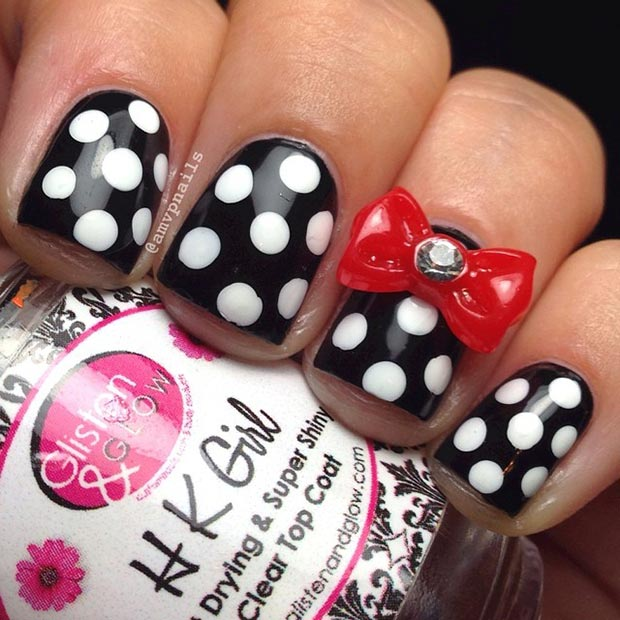 Črna and White Polka Dot Nails