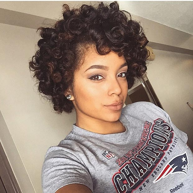 Rövid Bouncy Curls Hairstyle for Black Women