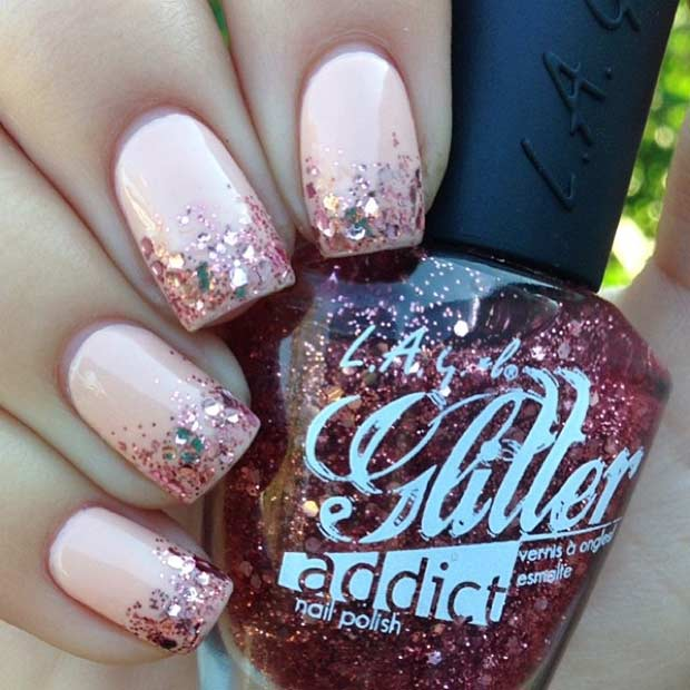 Reste sig Gold Glitter Ombre Nail Design
