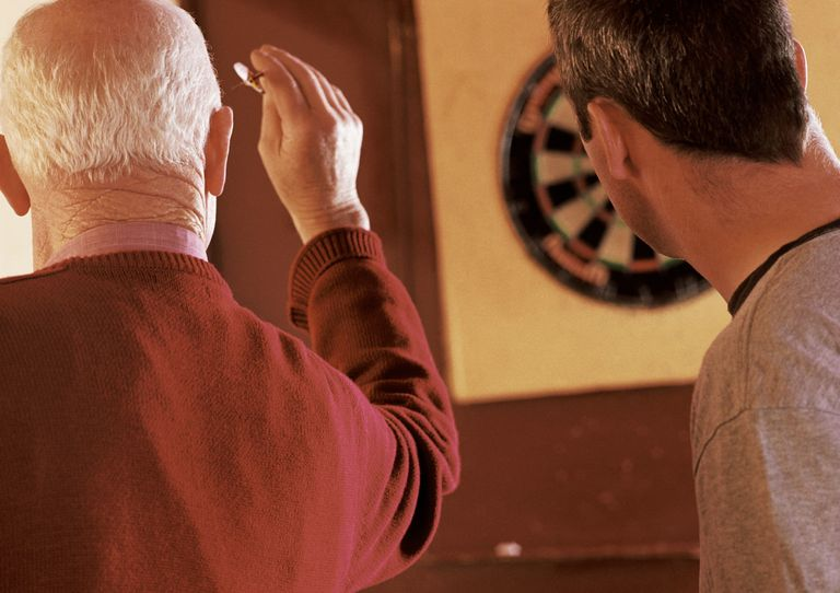 Ништа like a round of bar darts to help you enjoy some time with your guy friend.