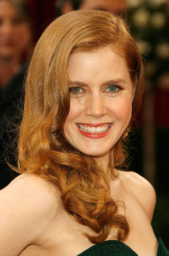 שַׂחְקָנִית Amy Adams arrives at the 80th Annual Academy Awards on February 24, 2008