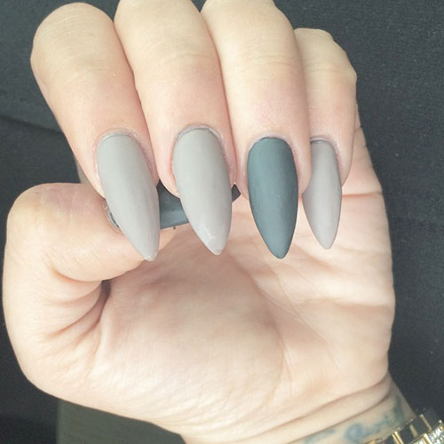 Grå Matte Stiletto Nails