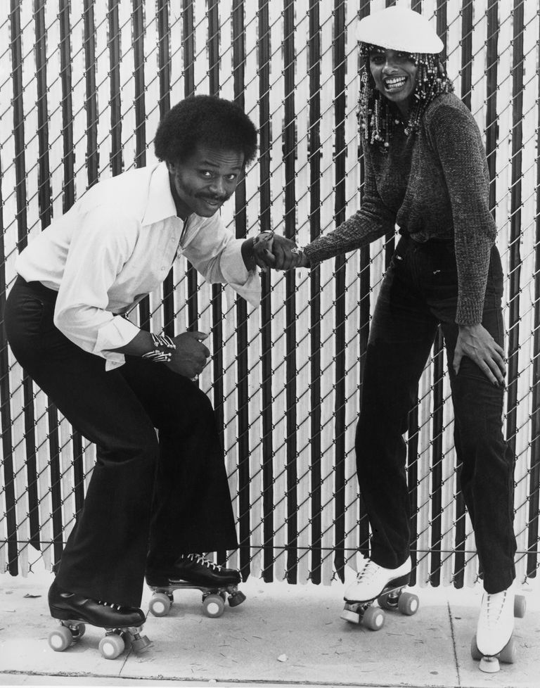 תמונה of Peaches and Herb wearing roller skates, taken in 1979.