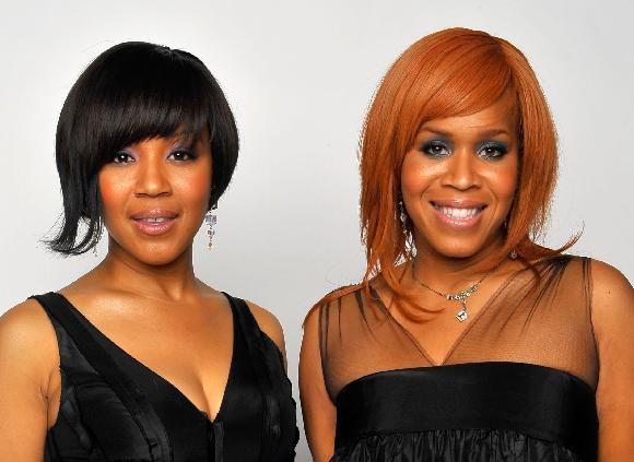 गायकों Tina Evette Atkins and Erica Monique Atkins of Mary Mary