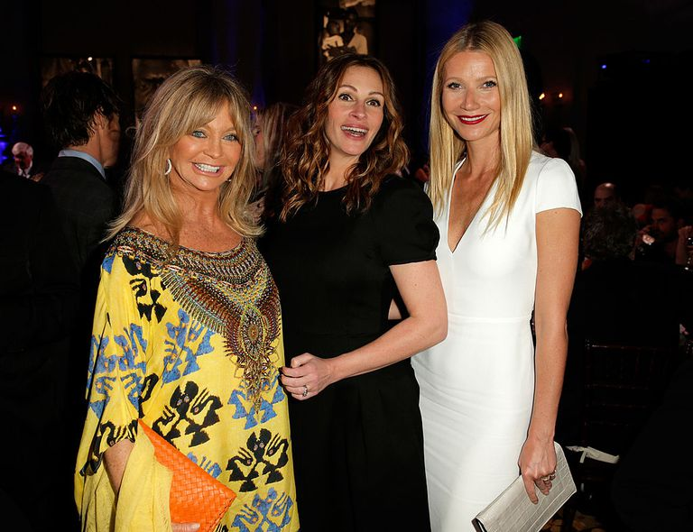गोल्डी Hawn, Julia Roberts and Gwyneth Paltrow attend the 3rd annual Sean Penn & Friends HELP HAITI HOME Gala benefiting J/P HRO presented by Giorgio Armani at Montage Beverly Hills on January 11, 2014 in Beverly Hills, California.